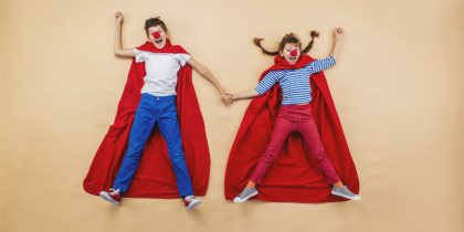 bambini vestiti da supereroi